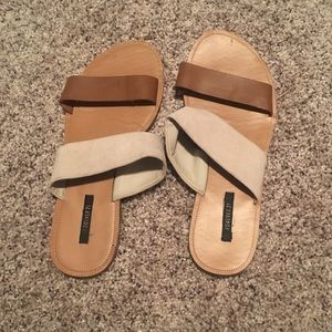 Beautiful slide shoes in great condition!!